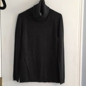 Lululemon  Pouch Pocket Pullover Turtleneck